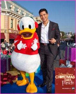 Disney-Parks-Christmas-Day-Parade-2012-Hosts