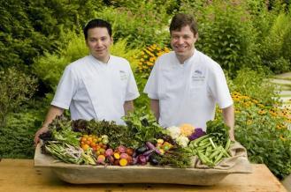 Old_Edwars_Inn_Chefs_with_Garden_Vegetables_Med_Res