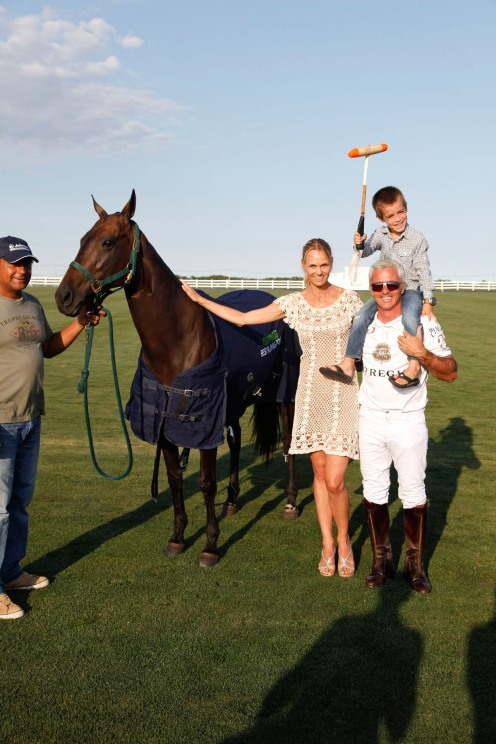 Lise Evans, Mariano Aguerre (son, Antonio, on shoulders) with Best Playing Pony, Patilla.