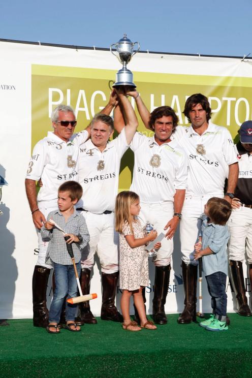 Mariano Aguerre, Joe DiMenna, Mariano Gonzalez, Nacho Figueras, winning team St. Regis. (PRNewsFoto/Robin Hood Foundation)