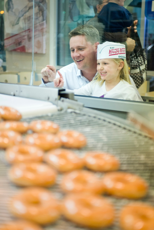 Kids Enjoy the Krispy Kreme Doughnut Theater v4