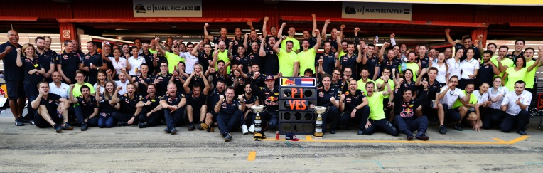MONTMELO, SPAIN - MAY 15: Max Verstappen of Netherlands and Red Bull Racing, Red Bull Racing Team Principal Christian Horner, Daniel Ricciardo of Australia and Red Bull Racing, and the rest of the Red Bull Racing team celebrate his first F1 win during the Spanish Formula One Grand Prix at Circuit de Catalunya on May 15, 2016 in Montmelo, Spain. (Photo by Mark Thompson/Getty Images)